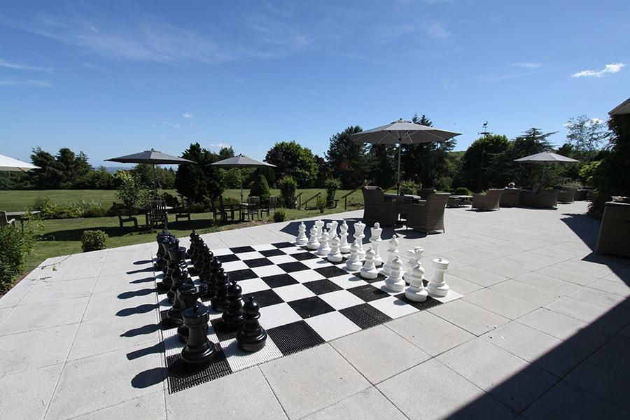tb_outdoor_chess_min.jpg